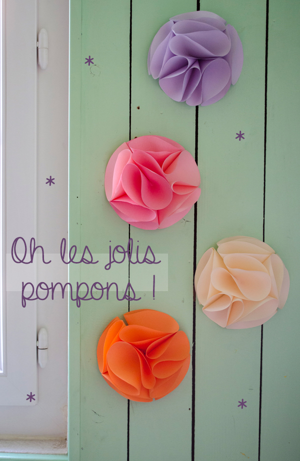 diy des pompons en papier pour mes murs sunshine of mine. Black Bedroom Furniture Sets. Home Design Ideas